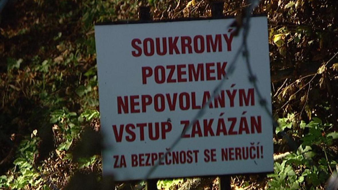 Uzavřená cesta v Dolní Olešnici