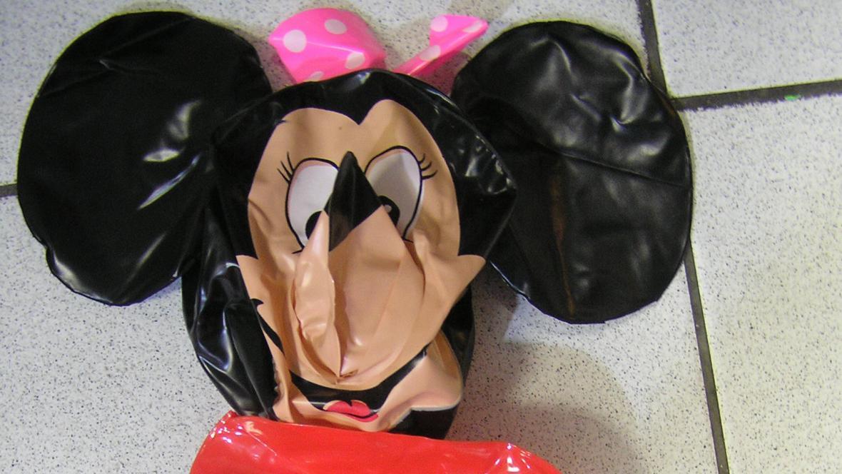 Nebezpečná nafukovací hračka Mickey Mouse