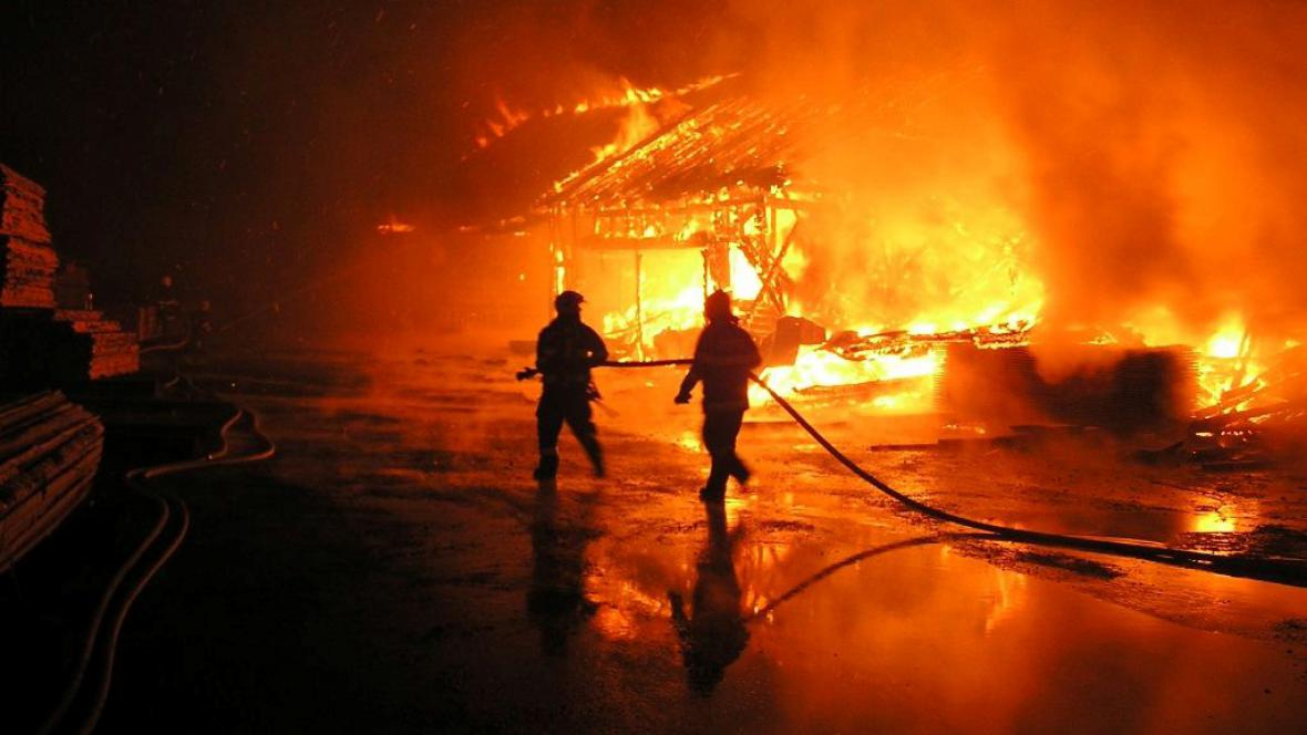 Požár pily v Kořenově