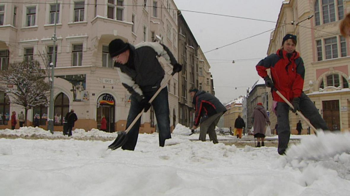 Úklid zimní Prahy