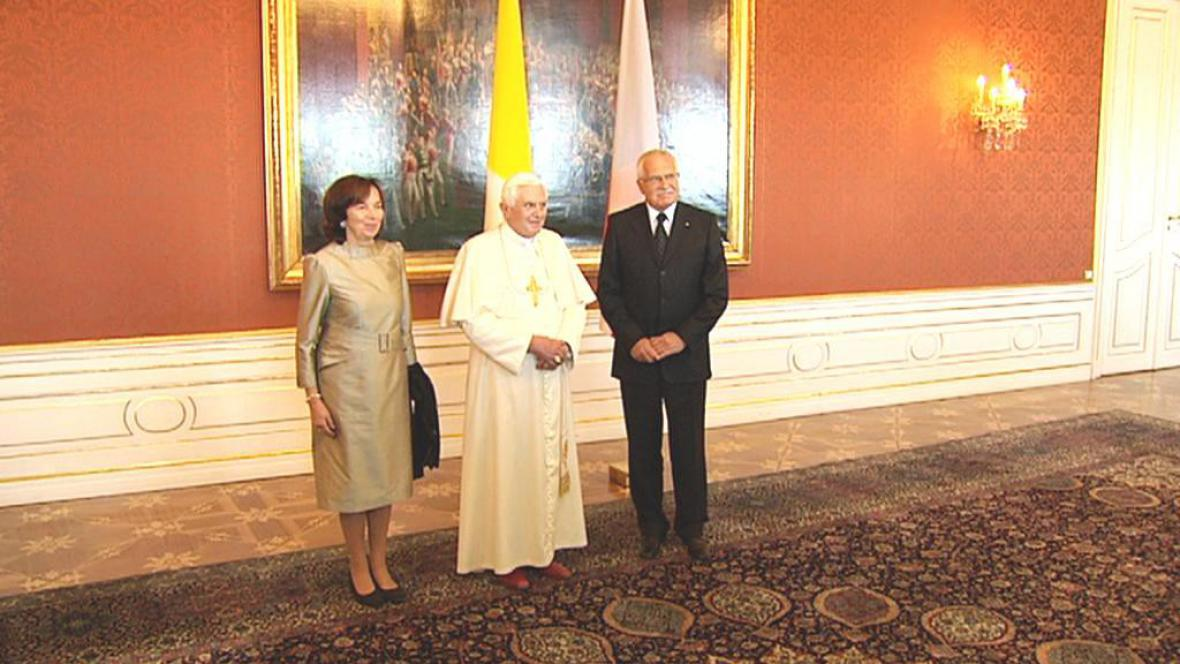 Prezidentský pár s papežem