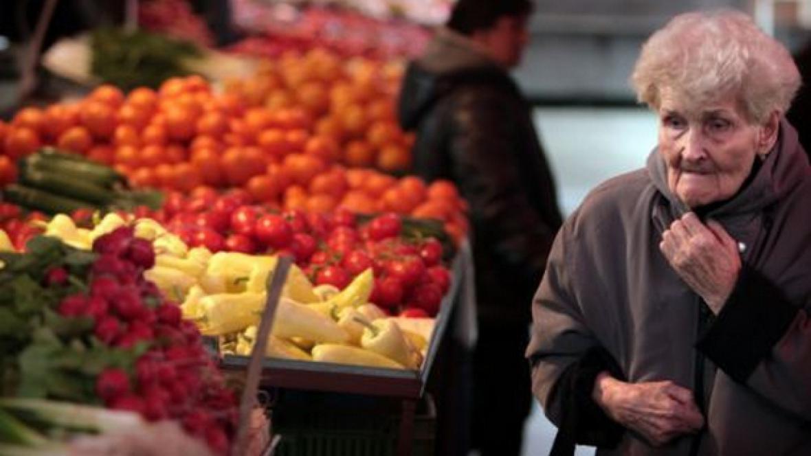 Důchodkyně v supermarketu