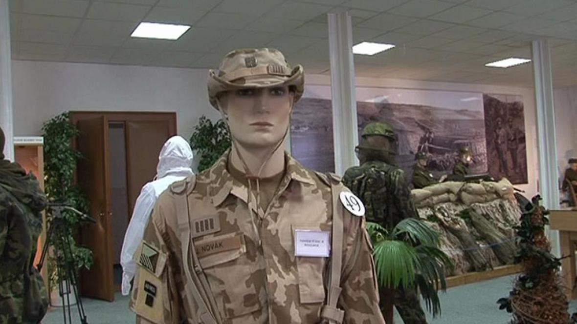 Armádní uniformy