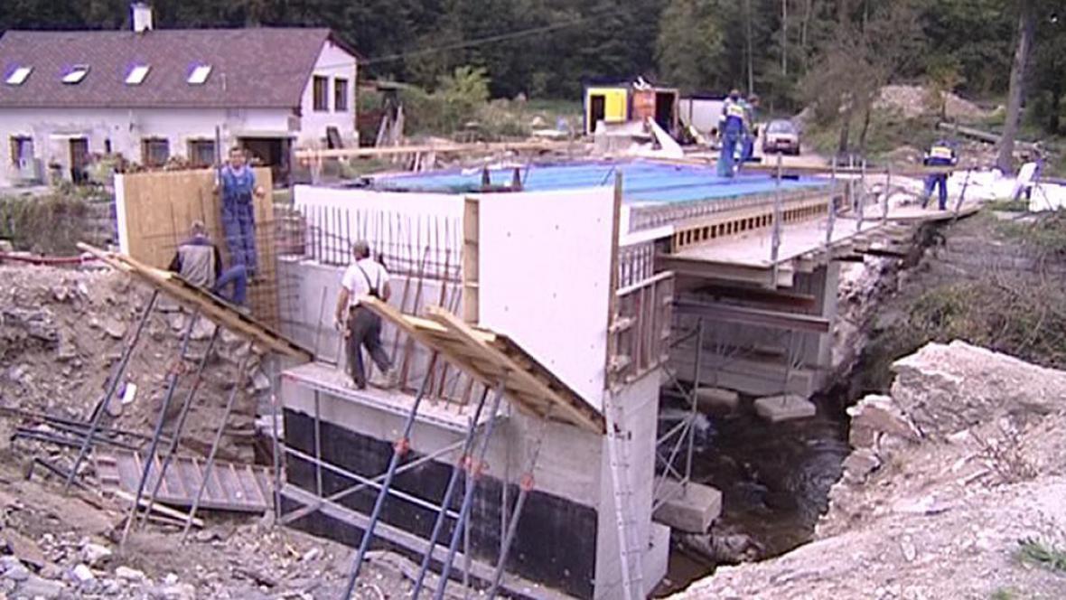 Opravy silnic a mostů po povodních