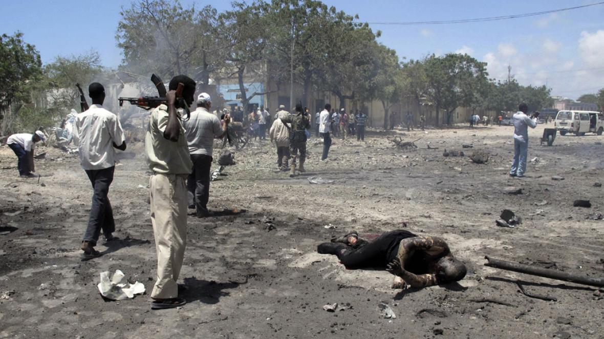 Následky výbuchu v Mogadišu
