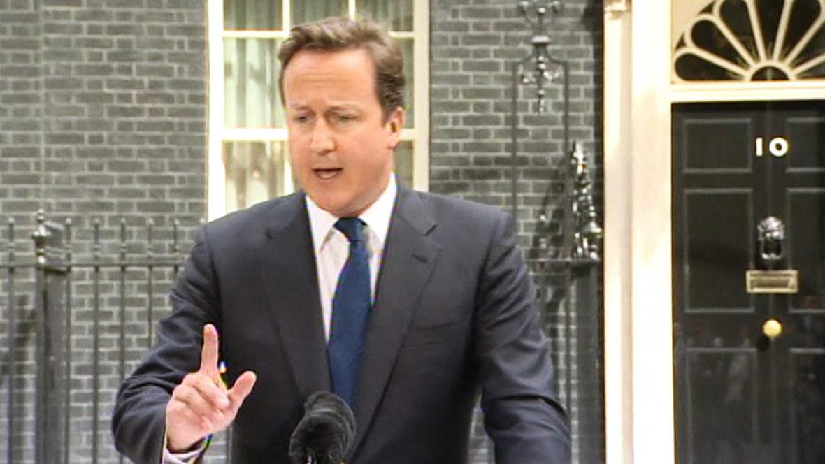 David Cameron na středečním brífinku k násilnostem v Británii