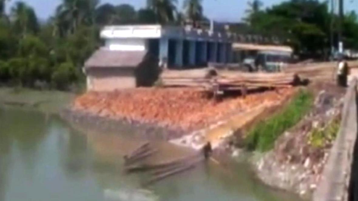 Kontroverzní barmská stavba na řece Iravadi