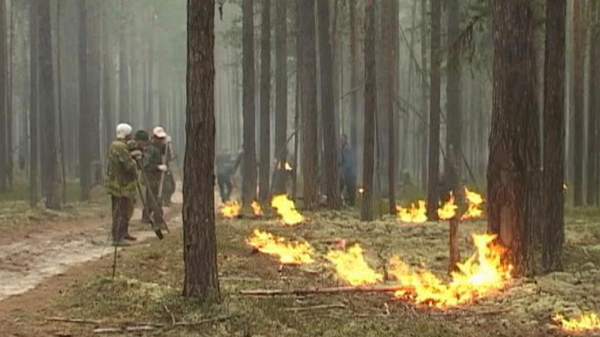 Hasiči likvidují rozsáhlé požáry