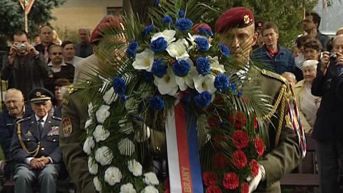 Slavnostní ceremoniál při odhalování památníku