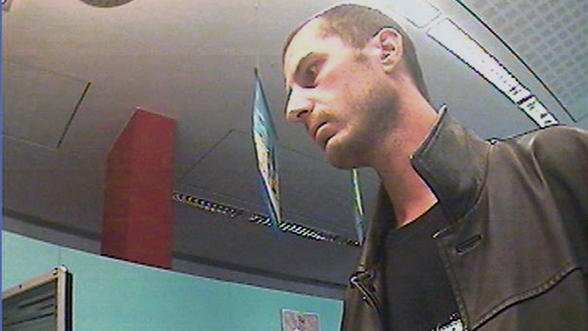 Tento muž podle policie přepadl už dvě banky