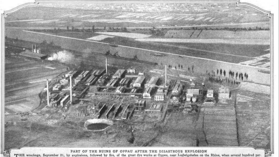 Fotografie továrny BASF po výbuchu