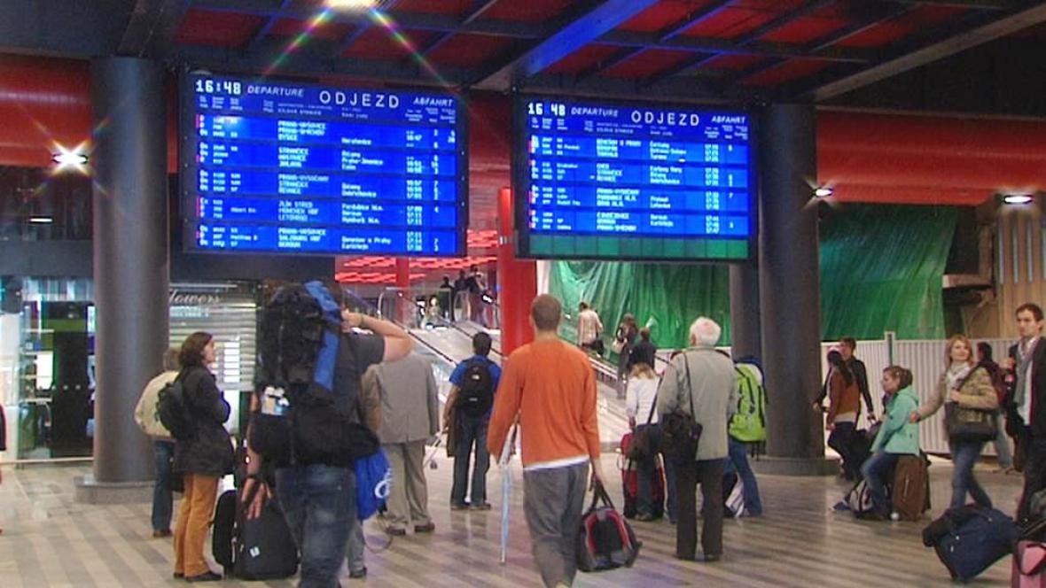 Cestující na nádraží