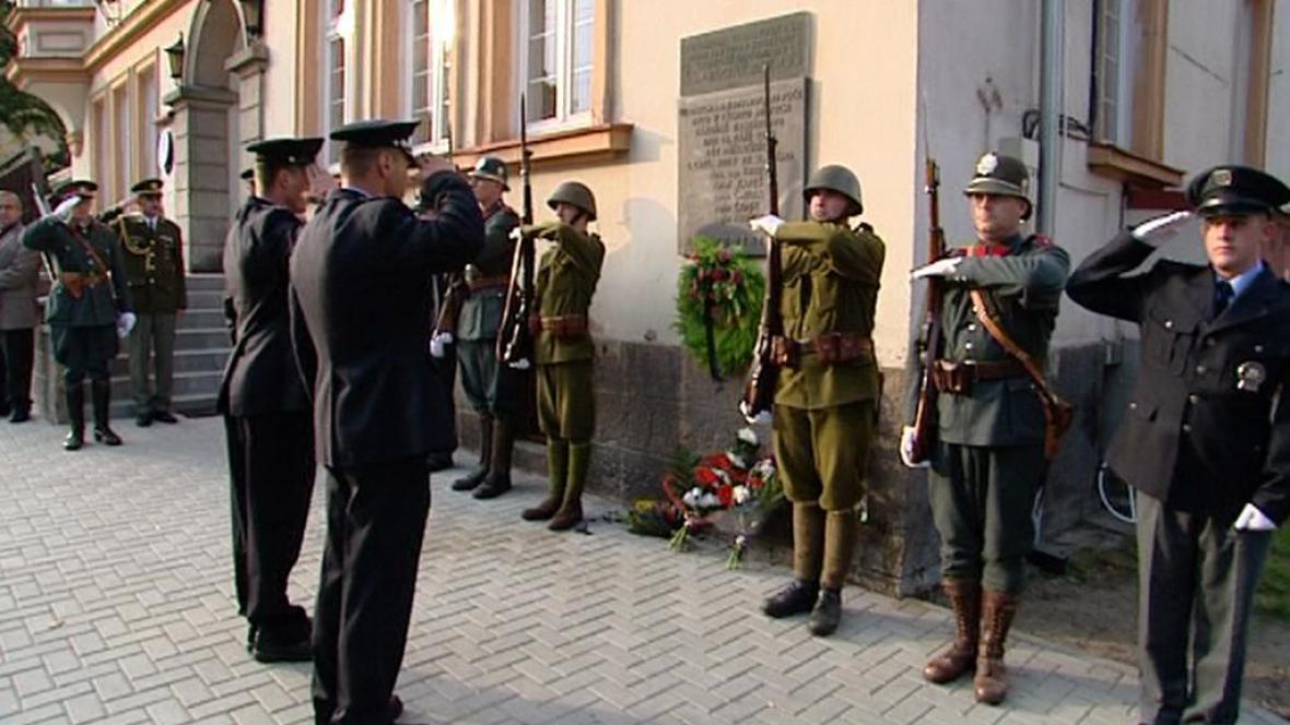 Pietní akt u památníku padlých četníků v Krajkové