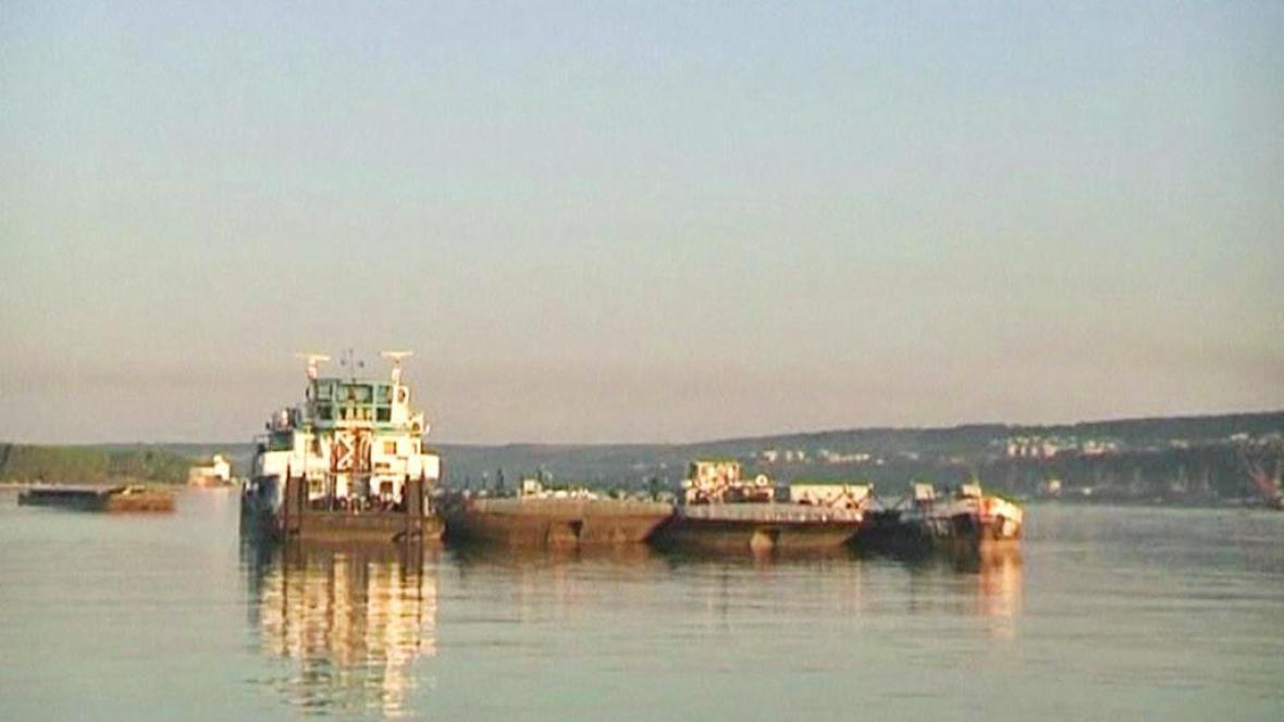 Na Dunaji uvízly stovky lodí