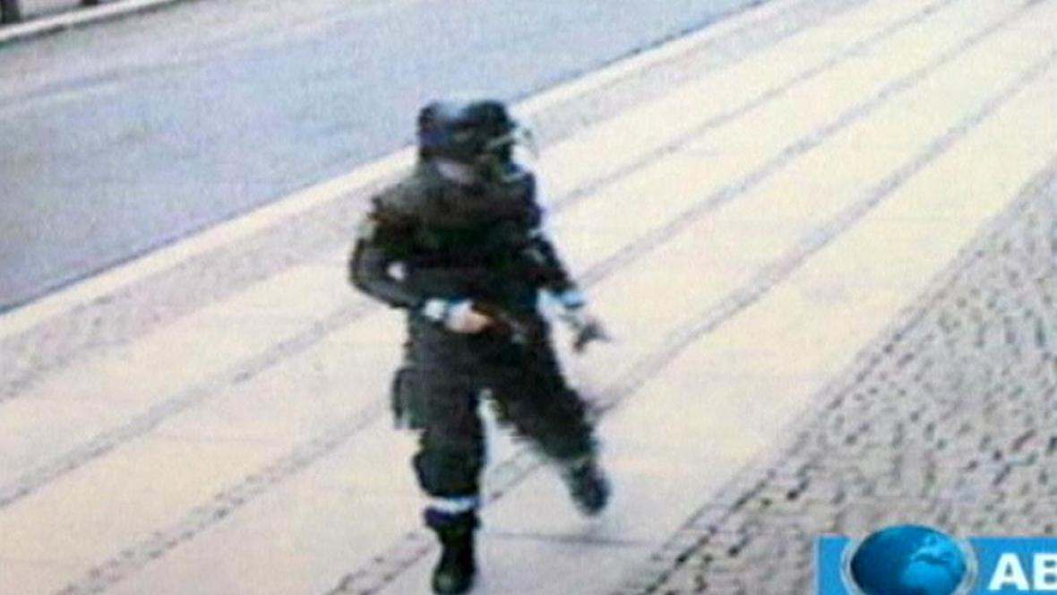 Anders Breivik na záběrech bezpečnostní kamery