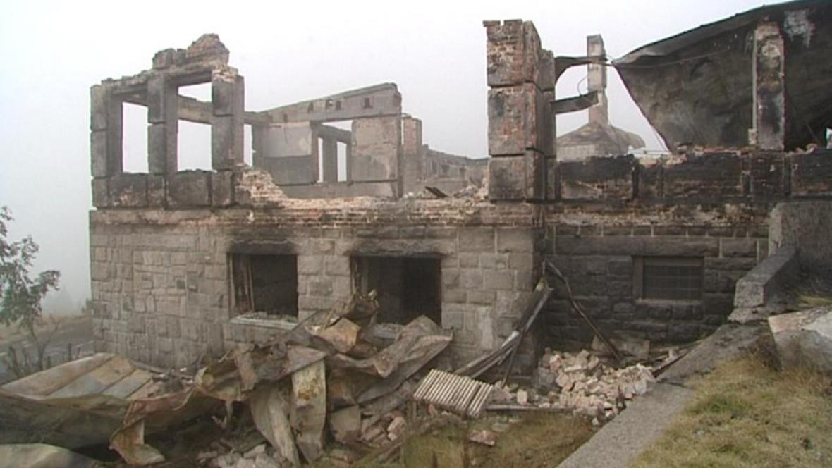 Torzo vyhořelé Petrovy boudy
