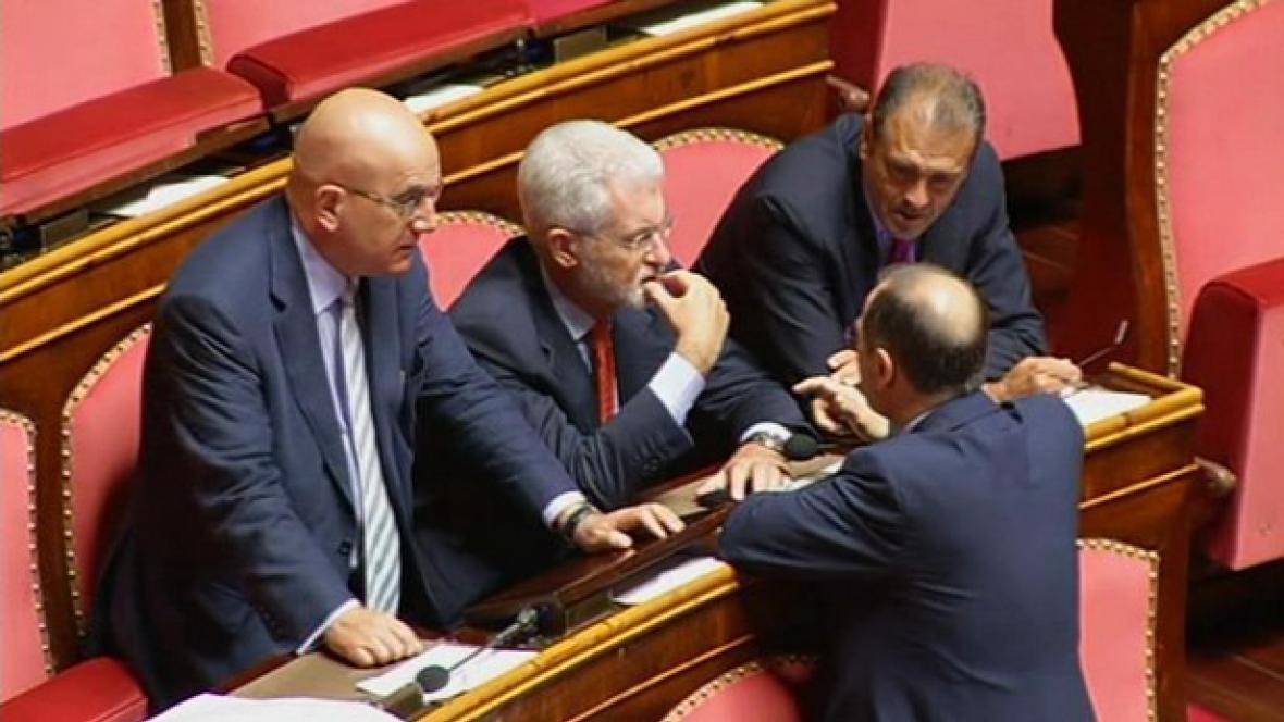 Italové jednají o škrtech
