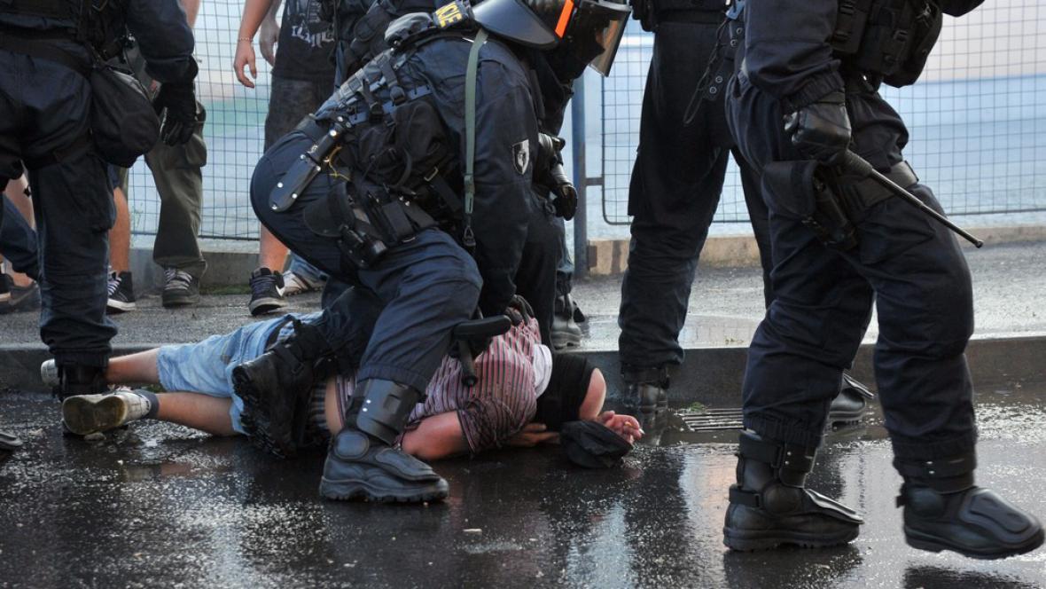 Zásah policie proti extremistům ve Varnsdorfu