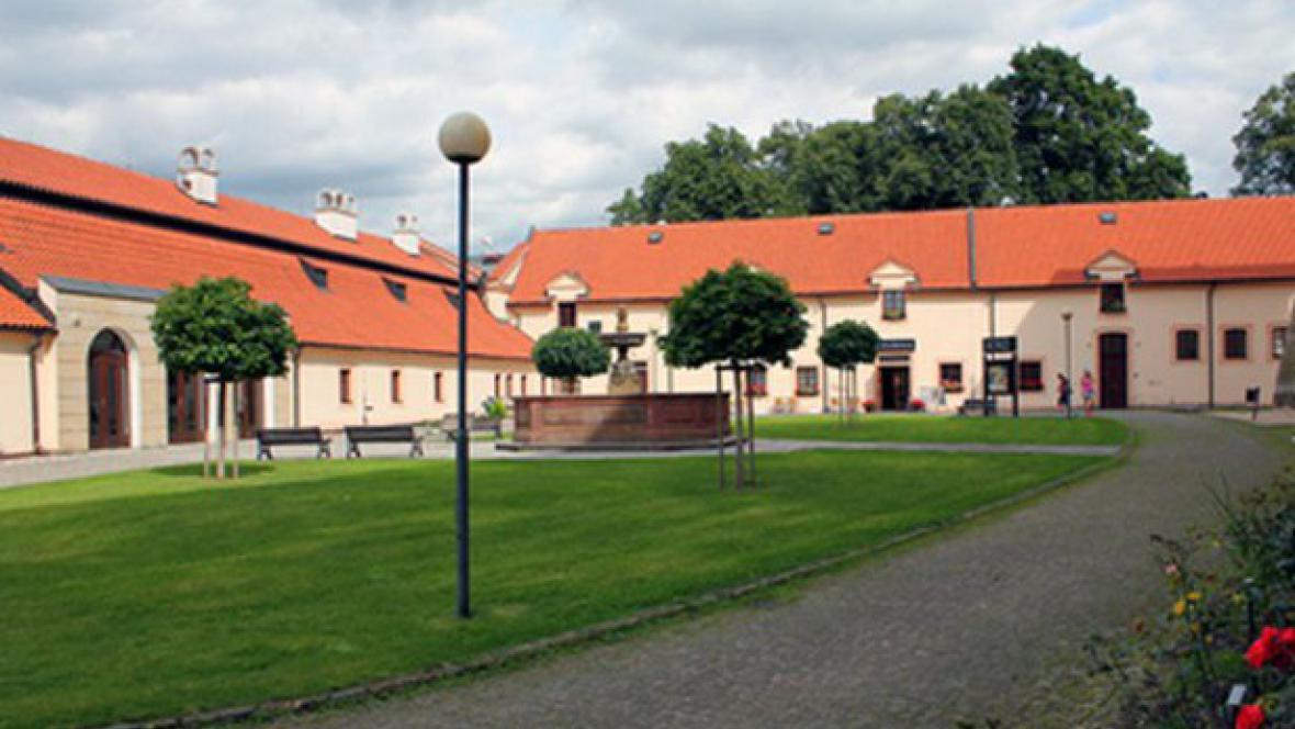 FEMAD / budova divadla v Poděbradech