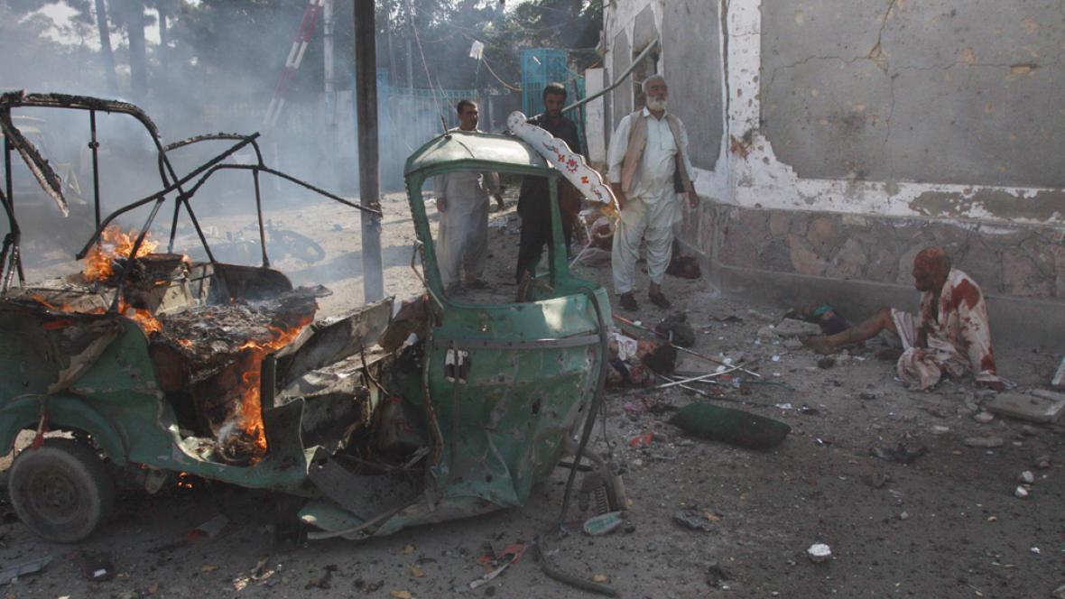 Při výbuchu v pákistánské Kvétě zemřelo přes 20 lidí