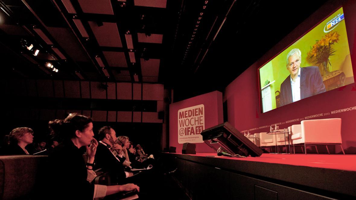 Videokonference Juliana Assange na veletrhu IFA