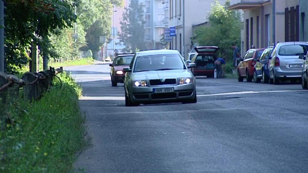 Zvlněná silnice ve Varech