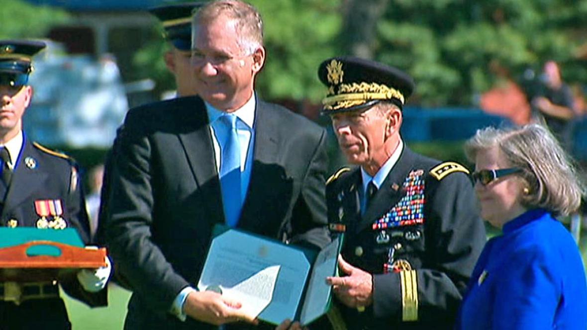 Generál David Petraeus se rozloučil s armádou