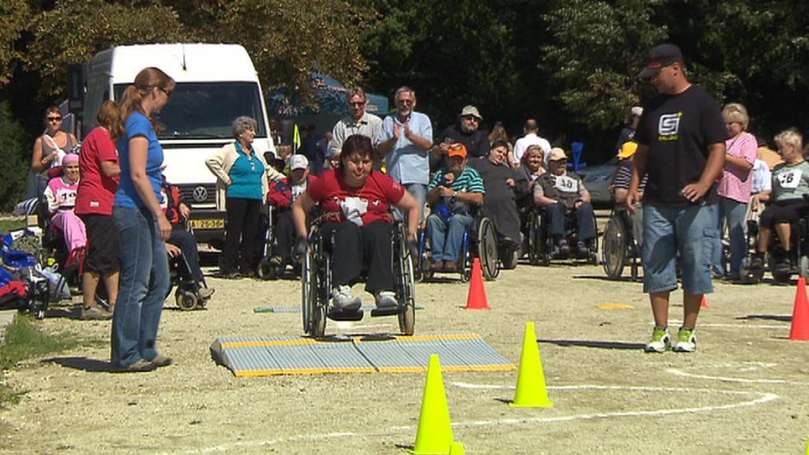 Sportovní setkání vozíčkářů v oboru Hvězda
