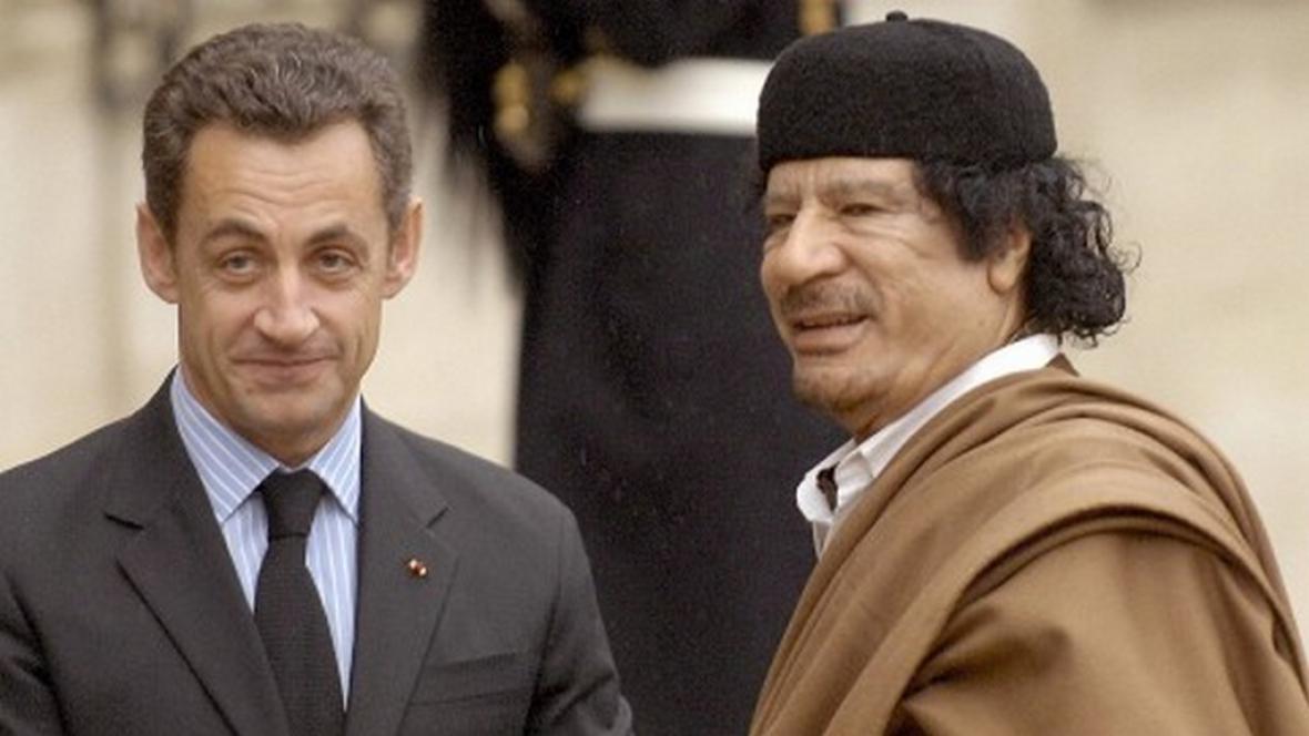 Sarkozy a Kaddáfí v Paříži
