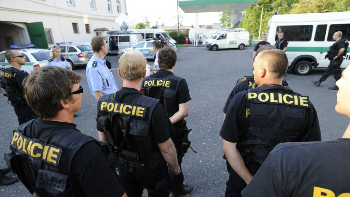 Policejní těžkooděnci v Rumburku