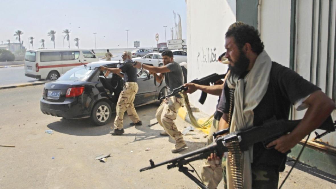 Libyjští povstalci v Tripolisu