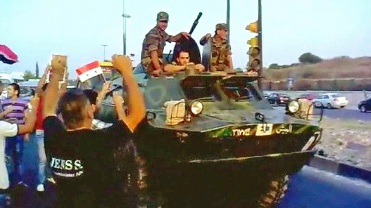 Syrská armáda slaví konec bojů o Latákíji