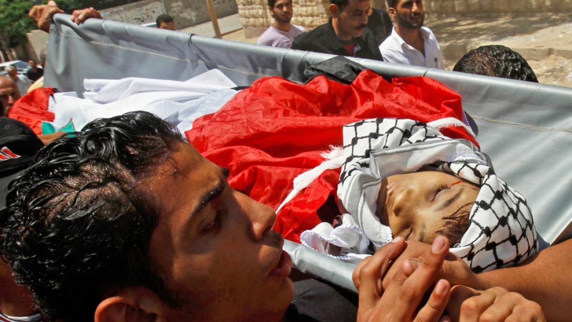 Pohřeb třináctiletého Mahmúda abú Samry