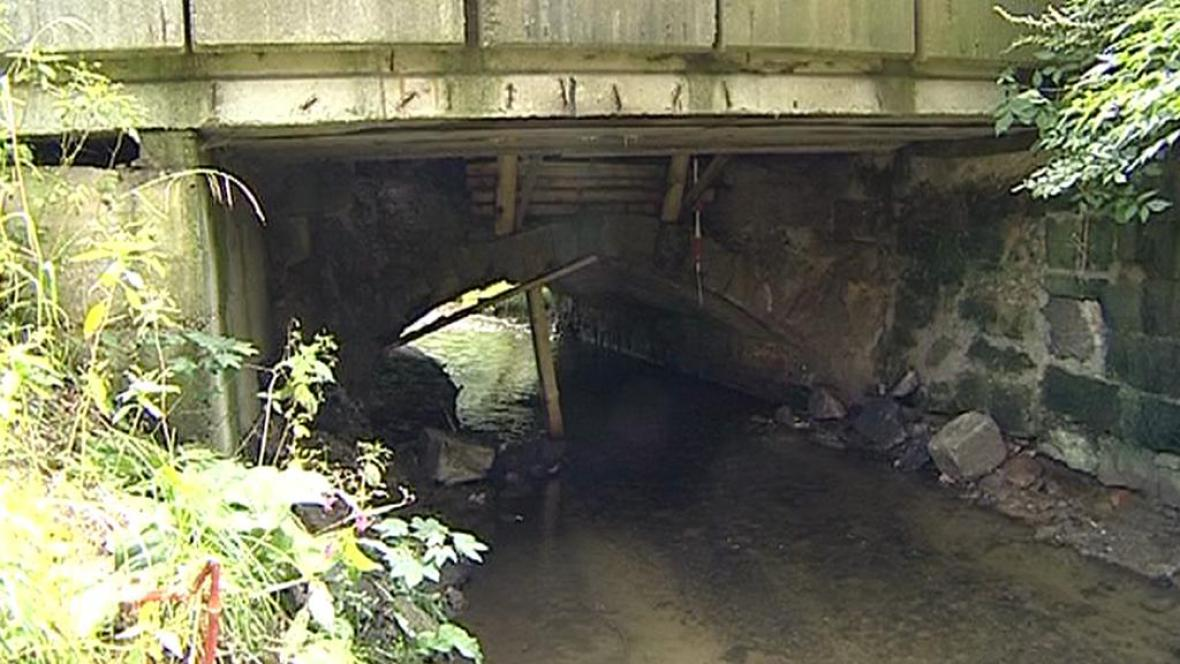 Poškozený most
