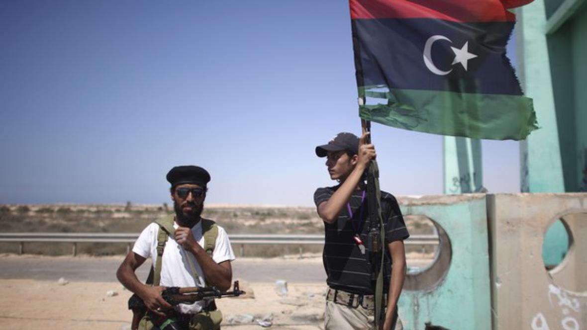 Lybijští povstalci poblíž přístavního města Briga