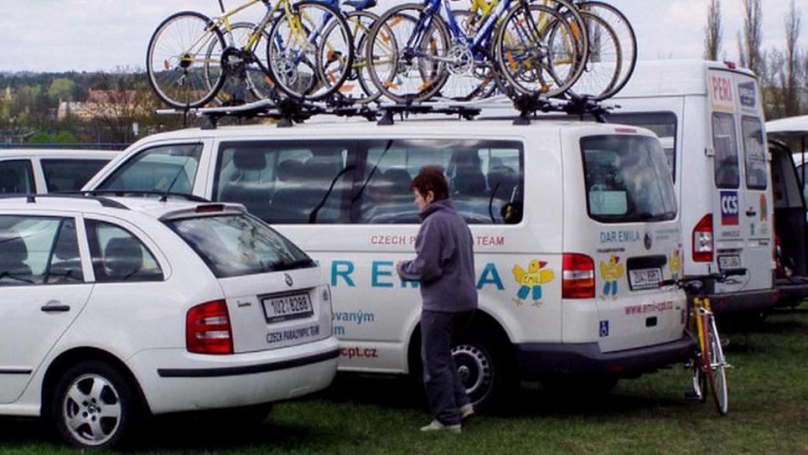 Zloději ukradli auta pro přepravu postižených sportovců