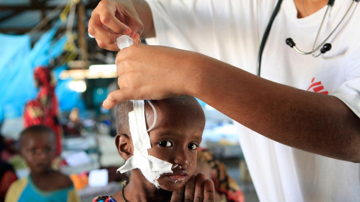 Práce zdravotníků v keňském Dadaabu