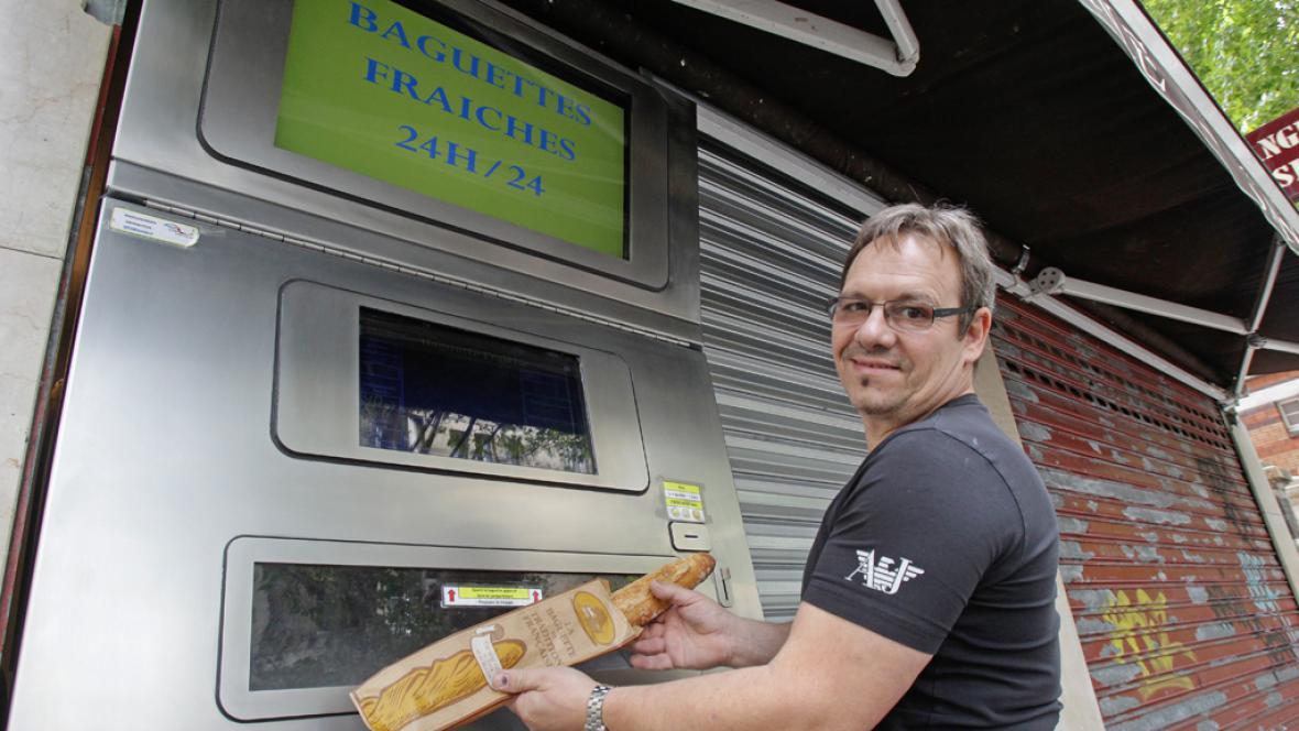 Jean-Louis Hecht s automatem na bagety