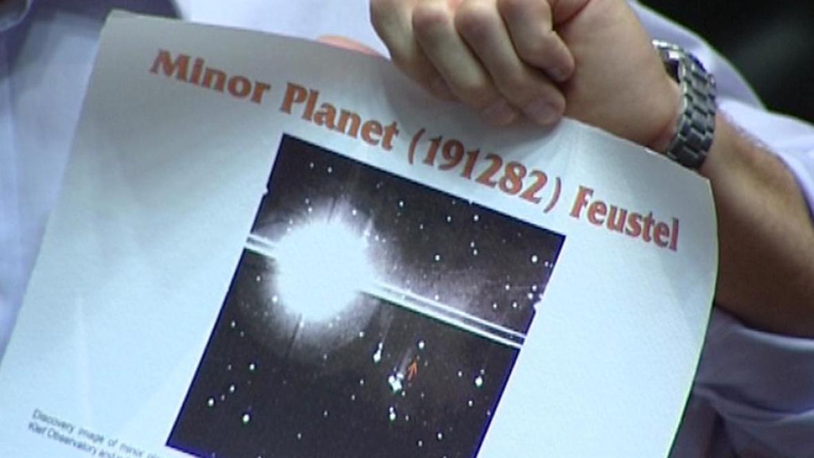 Astronaut, který do vesmíru vzal Krtečka, má svou planetku