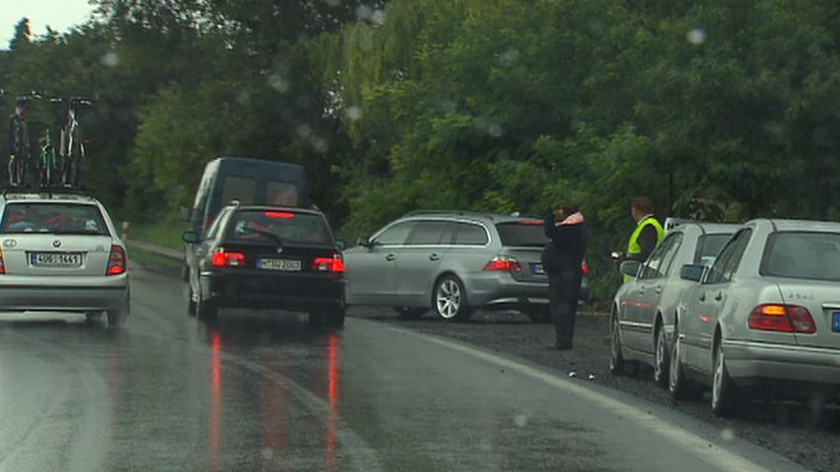 Gang podvodníků zastavuje auta
