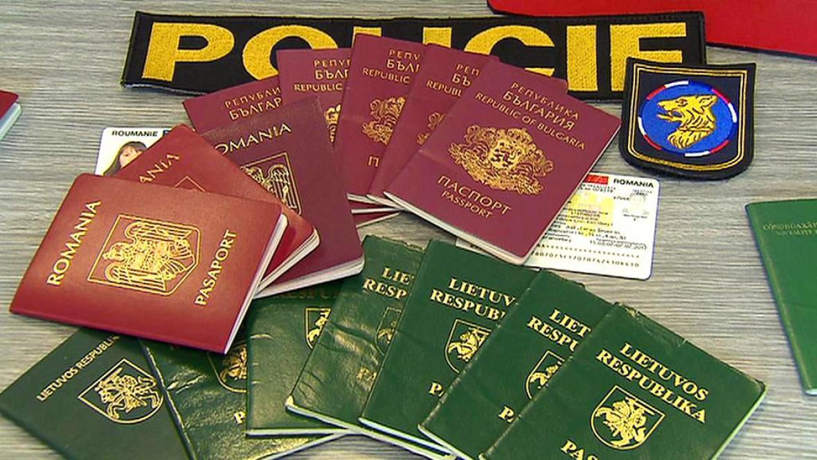 Falešné pasy