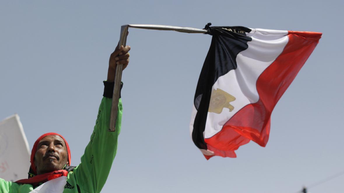 Egyptský protestant demonstruje za rychlejší reformy