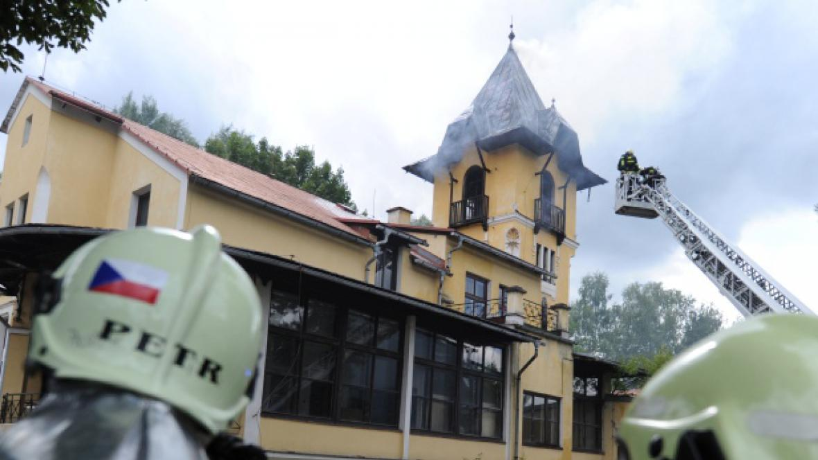 Požár bývalé stáčírny Vratislavické kyselky