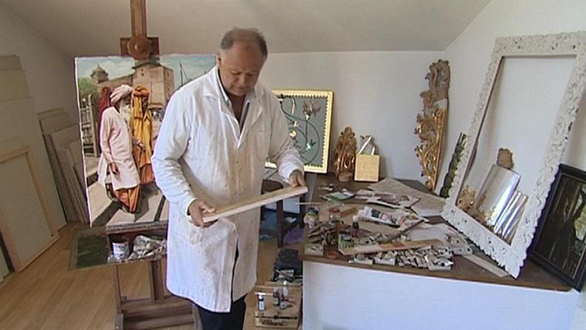 Jaroslav Benda ve své pracovně
