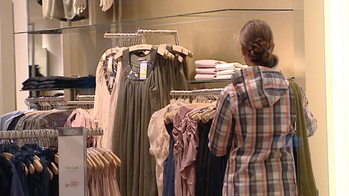 V obchodě s oděvy