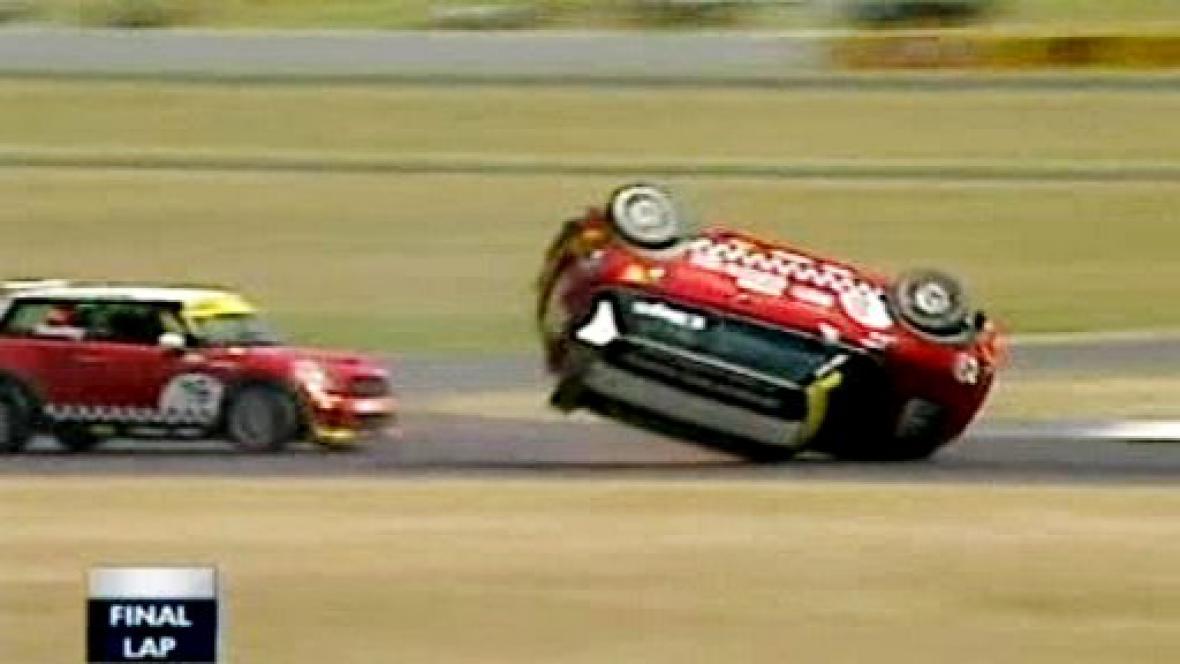 Nehoda Mini Cooperů