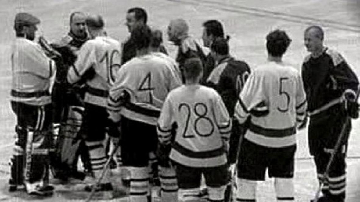 Hokejový zápas v přímém přenosu