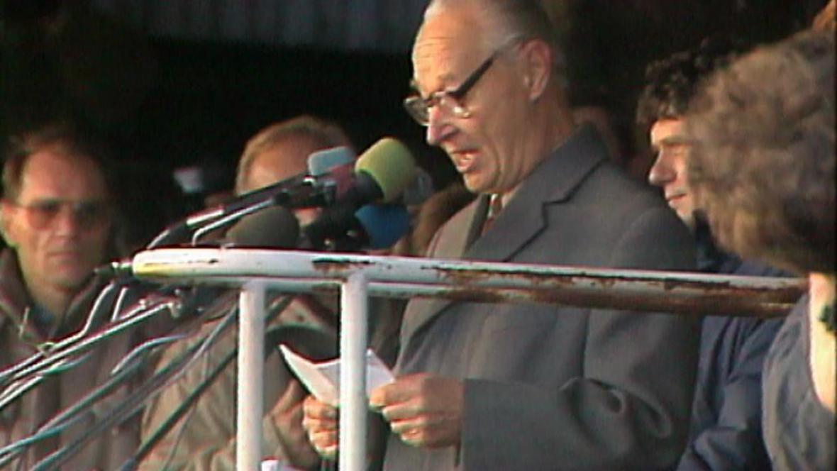 Alexandr Dubček na Letné v listopadu 1989