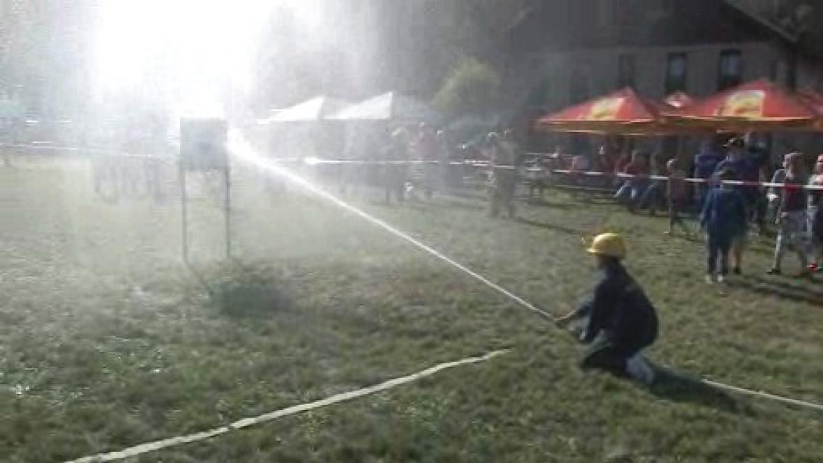 Dobrovolní hasiči při nácviku zásahu