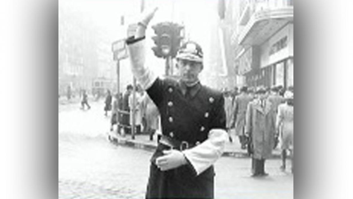 Strážník řídící dopravu